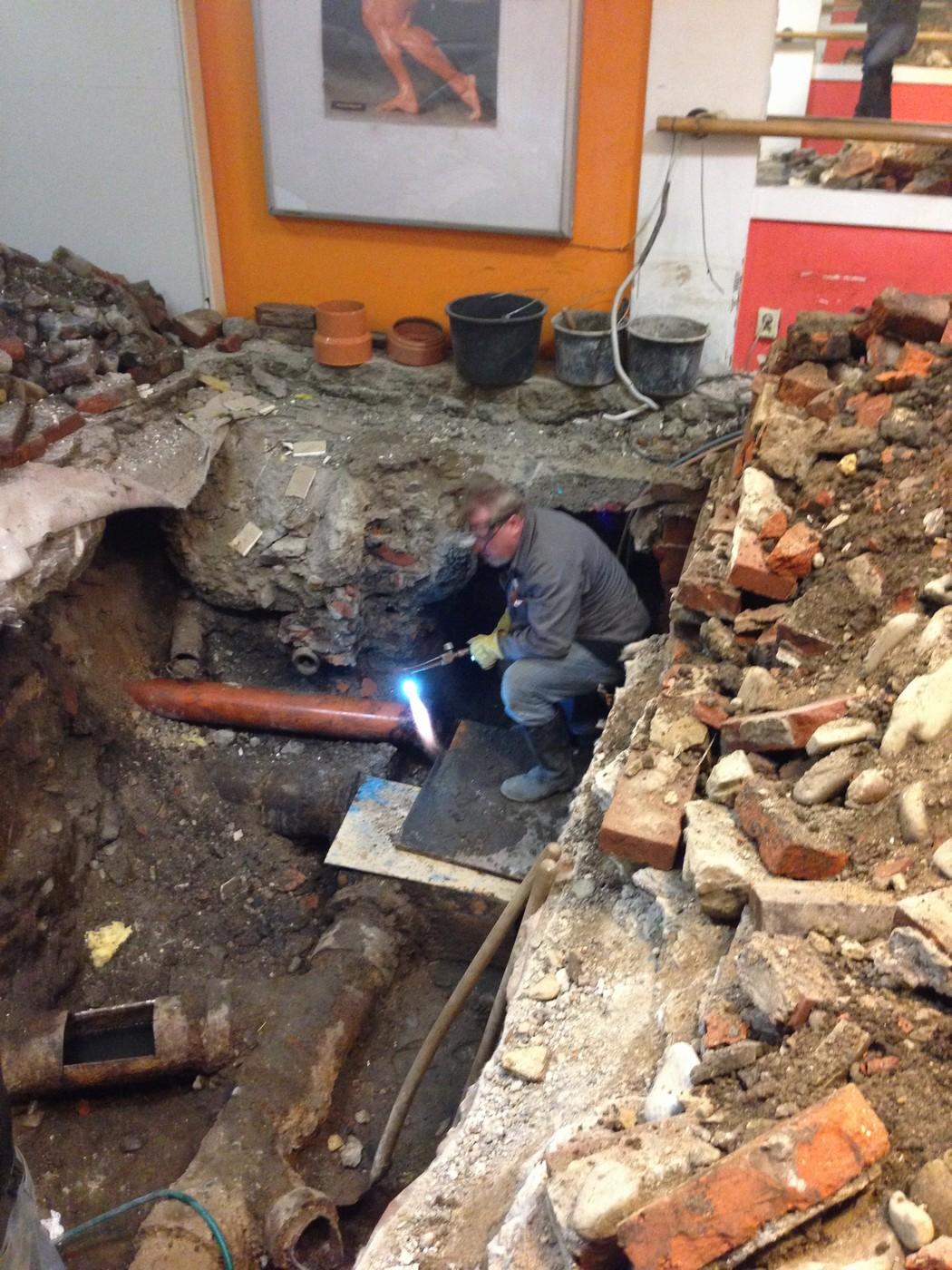 Výměna staré kanalizační šachty